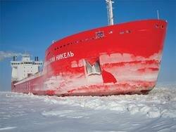 Сухогруз во льдах